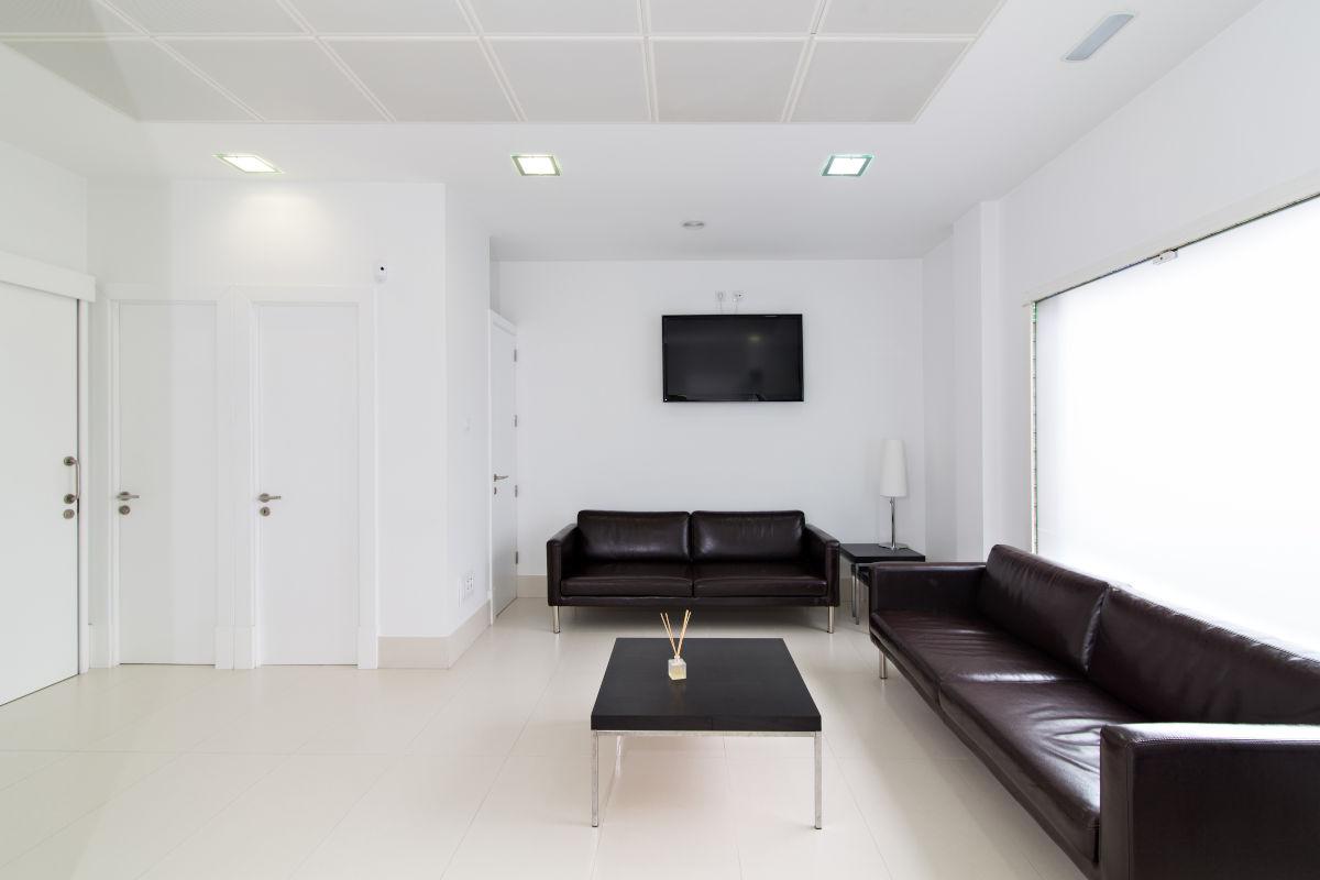 interruzioni studio medico e sala d'attesa vuota